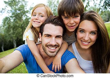 smartphone, ella, familia , toma, parque, joven, selfies, ...