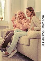 smartphone, elle, positif, tenue femme, nouveau, vieilli