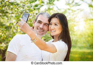 smartphone, foto, junte ao ar livre, fazer, selfie, feliz