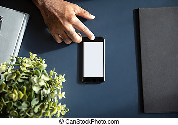 smartphone, használ, modern, feláll, hím, becsuk, touchscreen