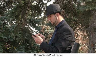 smartphone, homme affaires, faire gestes