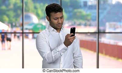 smartphone., image, prendre, confiant, homme affaires