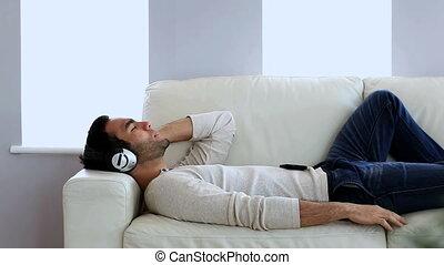 smartphone, jego, muzykować słuchanie, człowiek