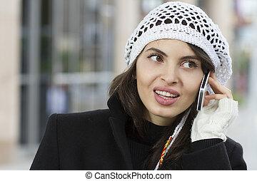 smartphone, kvinna, gata, vandrande