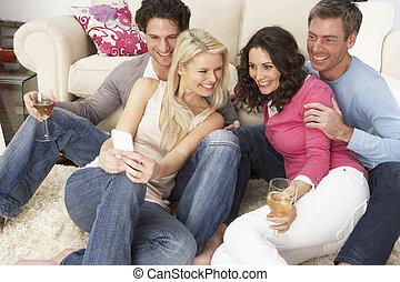 smartphone, mirar, amigos, grupo, hogar, cuadros