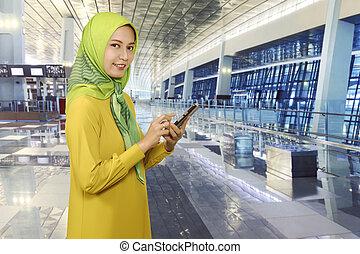 smartphone, muslim, młoda kobieta, asian, messaging
