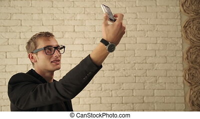 smartphone, photo, prendre, jeune, sien, selfie, homme