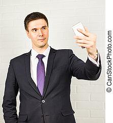 smartphone, photo, selfie, confection, homme affaires, beau