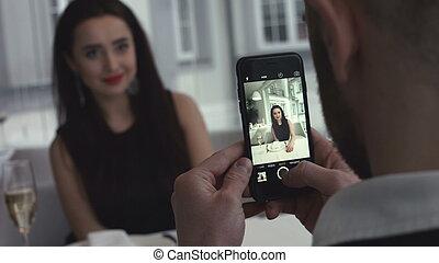 smartphone, photo, selfie, jeune, intérieur, confection, sourire, couple