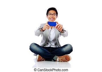 smartphone, plancher, photo, séance, asiatique, confection, homme, heureux