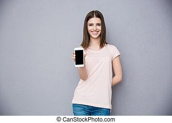 smartphone, pokaz, młoda kobieta, okienko osłaniają, szczęśliwy