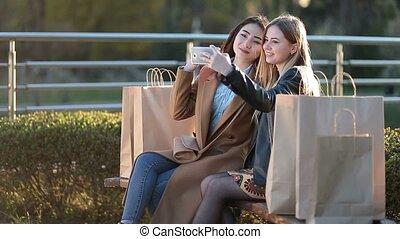 smartphone, prendre, deux amis, selfie, mieux