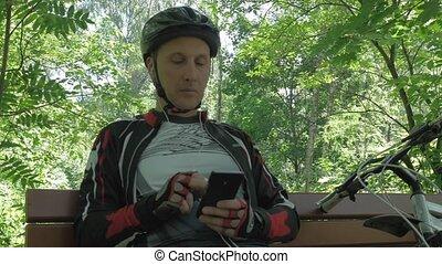 smartphone, repos, moyenne, après, garez banc, athlète, usages, training., mâle, âge, il