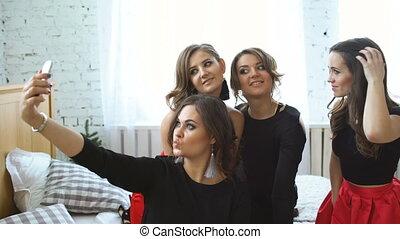 smartphone, selfie, jeune, avoir, maison, amusement, fête, photographier, femmes