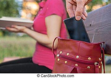 smartphone, sittande, tjuv, väska, benc, kvinna, stöld