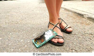 smartphone, straße, spagat, asphalt, parts., fällt, langsam,...