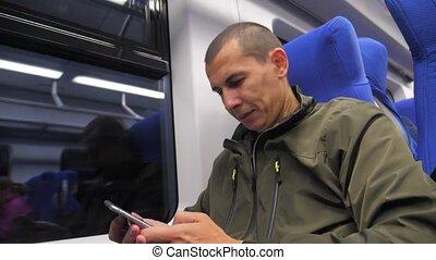smartphone, styl życia, media, pozwy, towarzyski, wiek średni, sms, messenger., pojęcie, tunel, nieznany, pociąg, podróżnik, kolej żelazna, człowiek, train., podróż