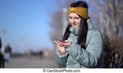 smartphone, texting, femme, jeune