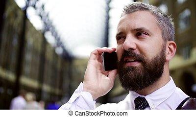 smartphone, trian, téléphone, station, confection, homme affaires, call., londres