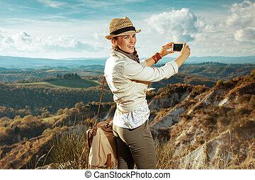 smartphone, turista, adattare, foto, presa, donna, felice