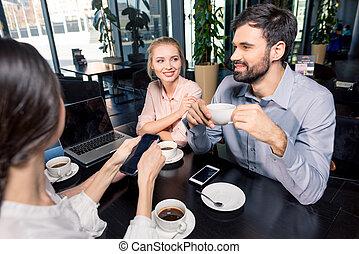 smartphones, business, discuter, ordinateur portable, projet, déjeuner, concept, café, réunion équipe