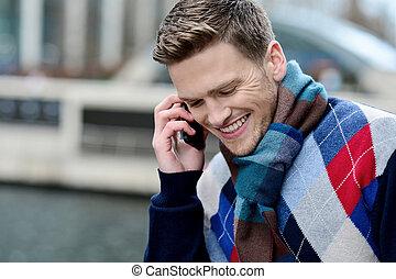 smartyoung, uomo parla, via, telefono cellulare