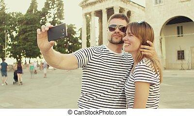 smat, par, jovem, férias, telefone, fazer, selfie, feliz