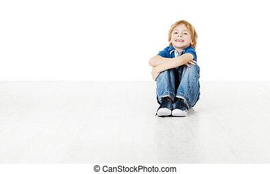 smil, barn, siddende, og, kigge kamera hos