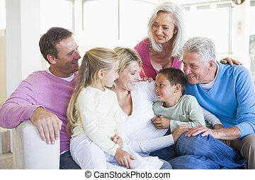 smil, indendørs, familie, siddende