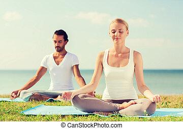 smil, par, indgåelse, yoga, udøvelser, udendørs