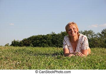 smile, pige, græs
