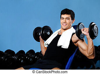 Smiley bodybuilder exercises with weights