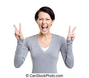smiley, mulher, mostra, sinal paz, com, duas mãos
