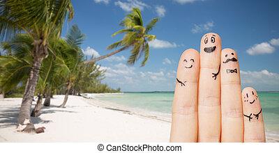 Smiley, su, dita, facce, chiudere, spiaggia. Esotico, estate, concetto,  famiglia, persone, vacanza, palma, chiudere, -, dita