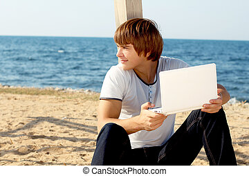 smiling man with laptop outdoor on beach, outdoors