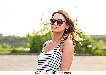 Smiling summer woman with sunglasses