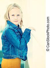 Smiling teenager girl, portrat
