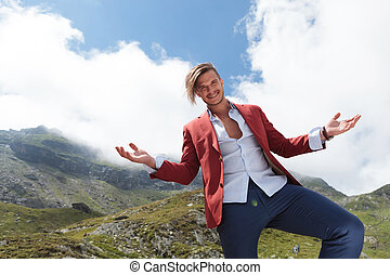 casual man welcomes you to see the mountains