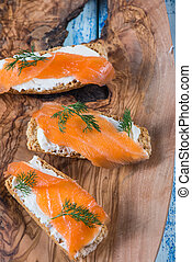 smoked salmon with dill and wholegrain bread