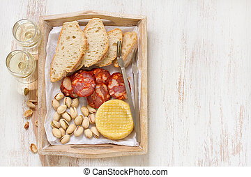 smoked sausage with cheese and bread
