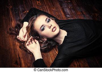 smokey eyes makeup - Beautiful girl with long curly hair. ...