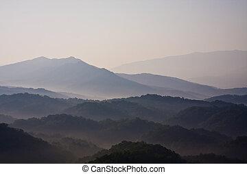 smoky mountains hazy blue skies and the smoke or fog line