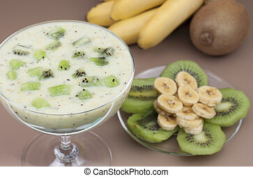 Smoothie banana  and kiwi.
