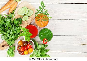 smoothie., concombre, carotte, légume frais, tomate