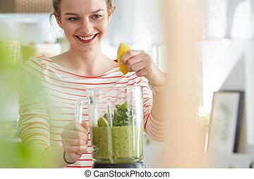 smoothie, fazer, mulher, desfrutando