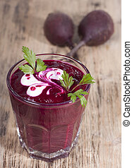 Smoothie of boiled beets with parsley and sour cream.