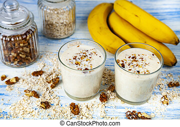 Smoothies with a banana, walnut and oat flakes