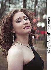 smuk kvinde, hos, curly hår