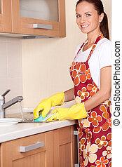smukke, beliggende, brunette, vaske, forklæde, dishes.,...