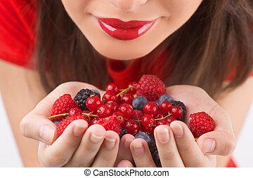 smukke, hende, skønhed, image, unge, klippet, isoleret, mens, berry, hånd ind hånd, berry., hvid, kvinder